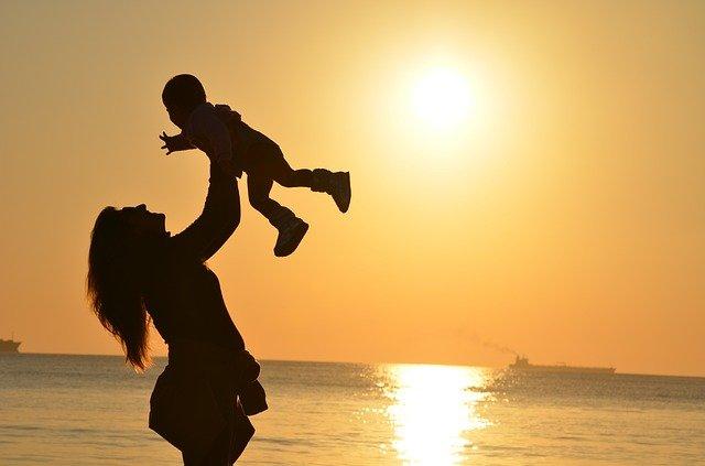 Az anyákat támogató gazdaságpolitikai intézkedések
